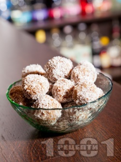 Трюфели с бадеми и фурми - снимка на рецептата